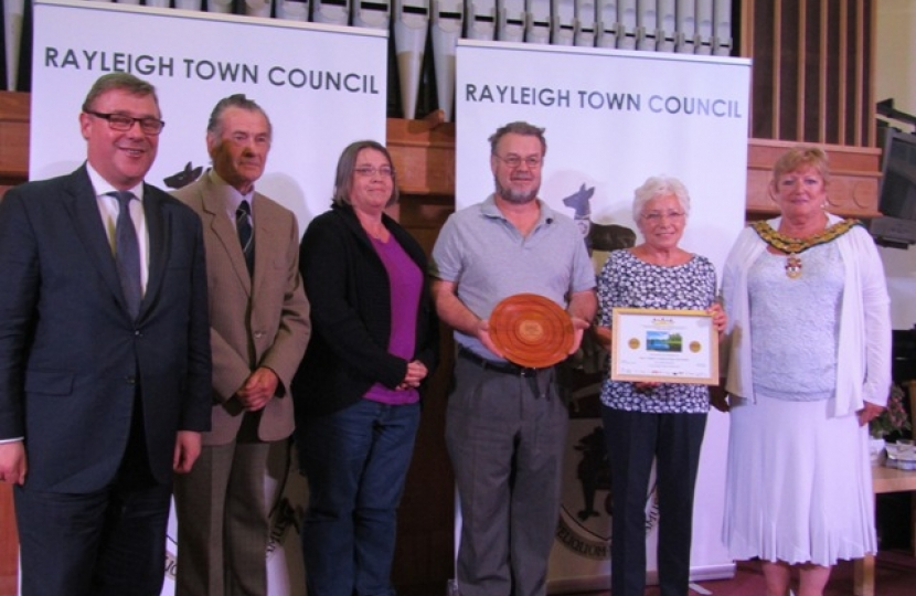 Mark Francois presenting the gold award to the team from Holy Trinity Church at this year's Rayleigh in Bloom awards.